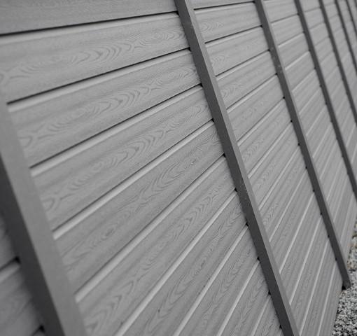 Komposit hegn fra kirkedal